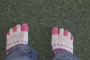 feet (300)